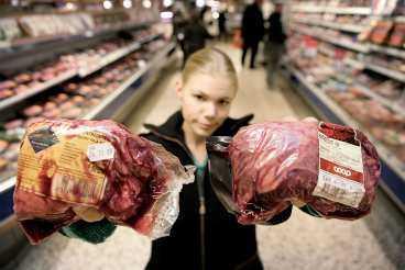 lönsam köttbit Här är en entrecote från Brasilien och en från Sverige. Egentligen är det brasilianska köttet bara 6 kr billigare än det svenska. Men i slutändan blir det svenska hela 26 kronor dyrare, visar hemliga uppgifter som Aftonbladet har tagit del av.