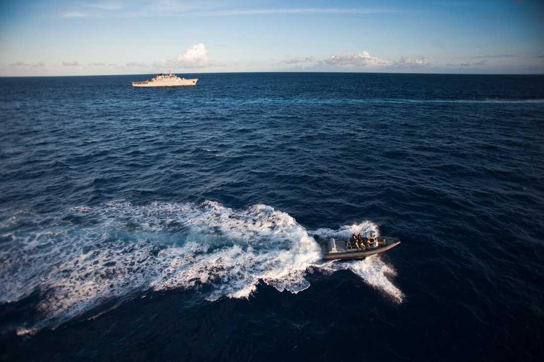 Antalet attacker mot fartyg, och kidnappningar utanför Somalias kust, har minskat kraftigt sedan bland annat internationella styrkor, som HMS Carlskrona, patrullerat havet. Många hålls fortfarande som gisslan, en iransk fiskare har precis släppts på grund av sjukdom efter fyra års fångenskap. Arkivbild.