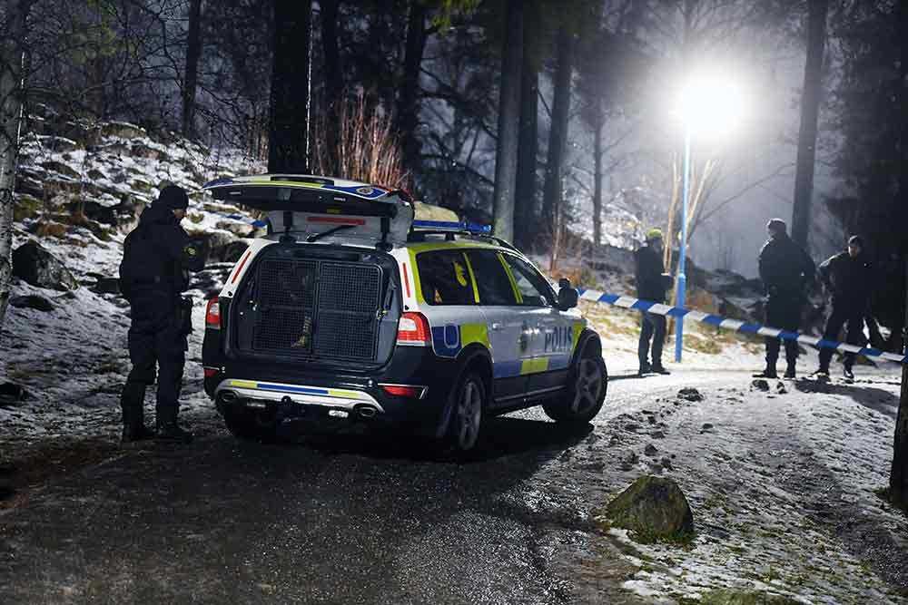 En person har skottskadats i en skjutning i Tensta