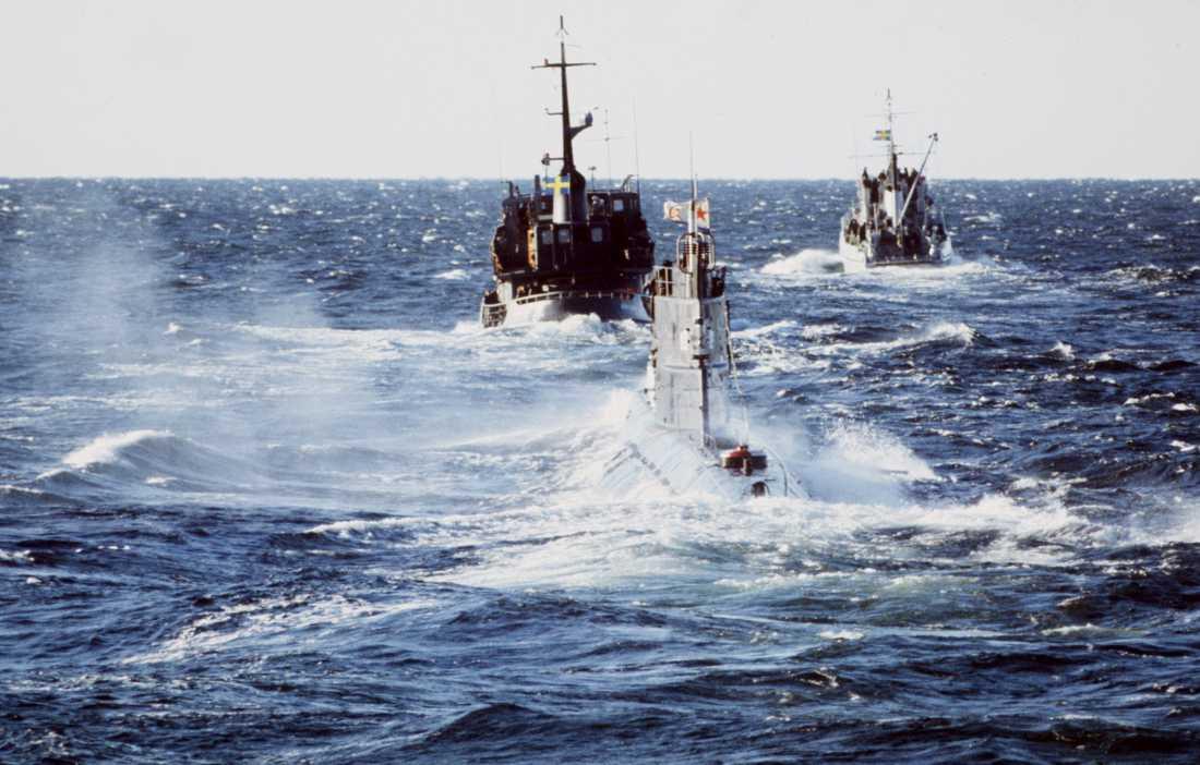 Bild från när den sovjetiska ubåten U137 gick på grund utanför Karlskrona i slutet på 80-talet.