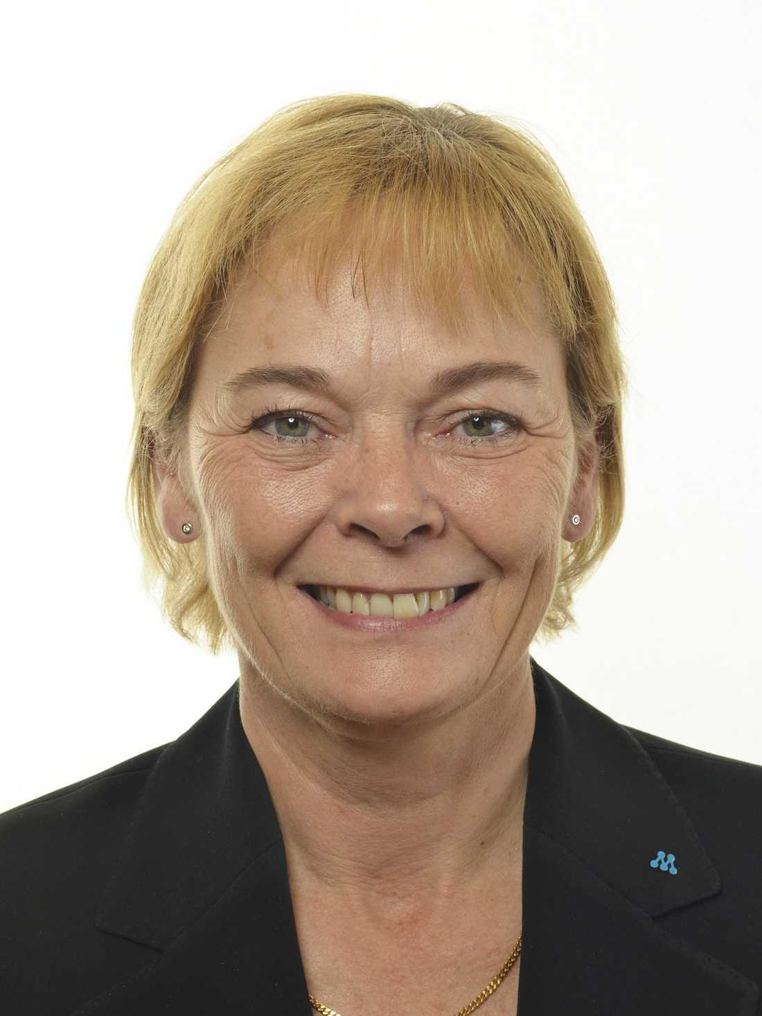 Ewa Thalén Finné (M) anmäler Margot Wallström till Konstitutionsutskottet (KU).