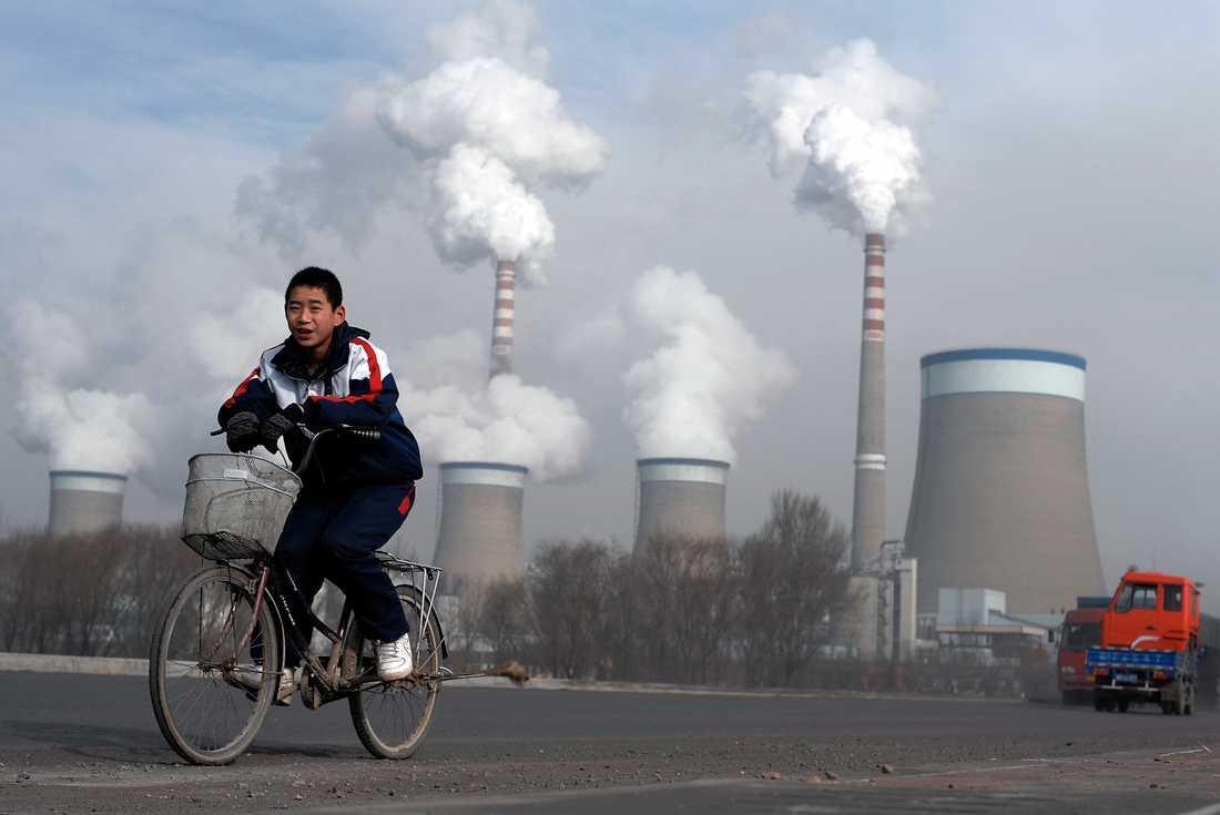 De två värsta utsläpparna USA och Kina ökade båda sina klimatavtryck under förra året.