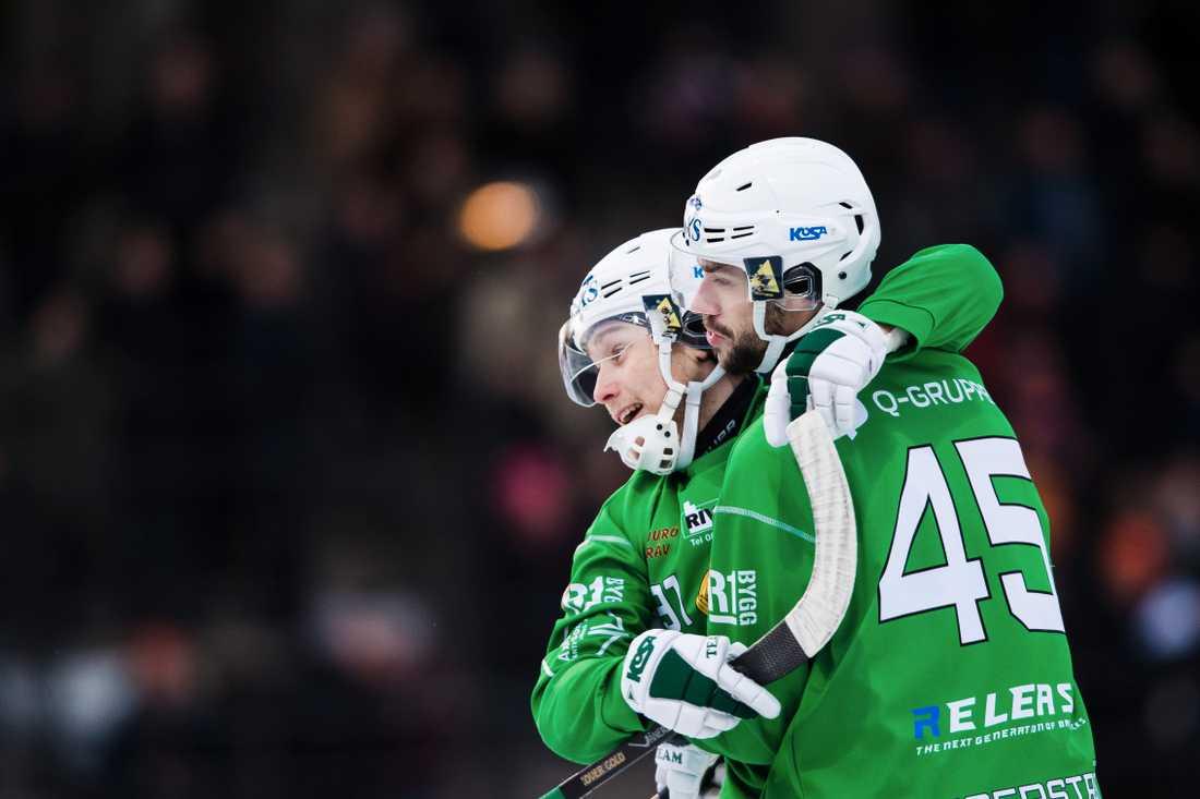 Hammarbys Christoffer Fagerström jublar med Ilja Grachev.