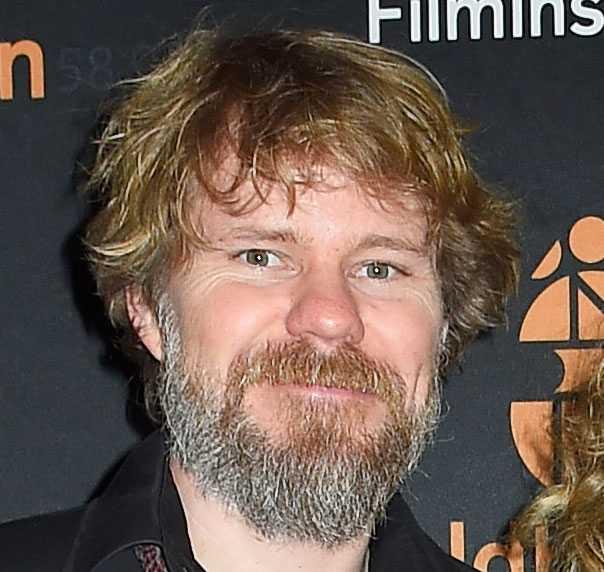 Regissören Karl Seldahl är son till Viveka Seldahl och Sven Wollter.