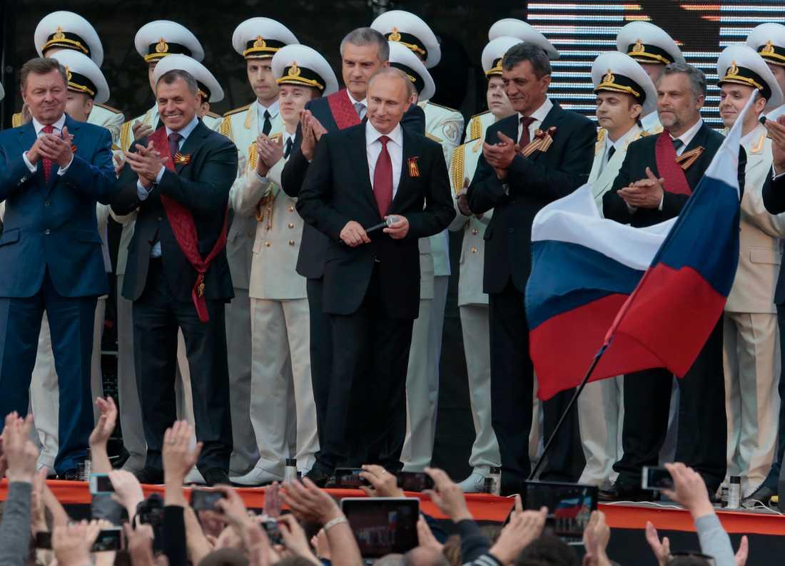 Putin när segerdagen firades i maj under 2014.