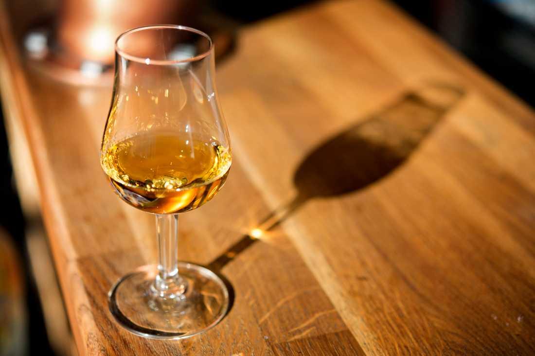En privat samling med sällsynt whisky auktioneras just nu ut. Få flaskor lär dock korkas upp, enligt en whiskyexpert. Arkivbild.