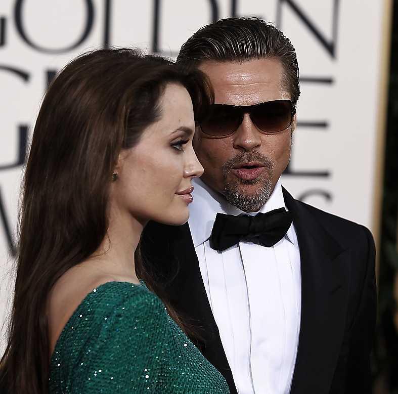 """Angelina Jolie, på plats med Brad Pitt, hånades för filmen """"The tourist""""."""