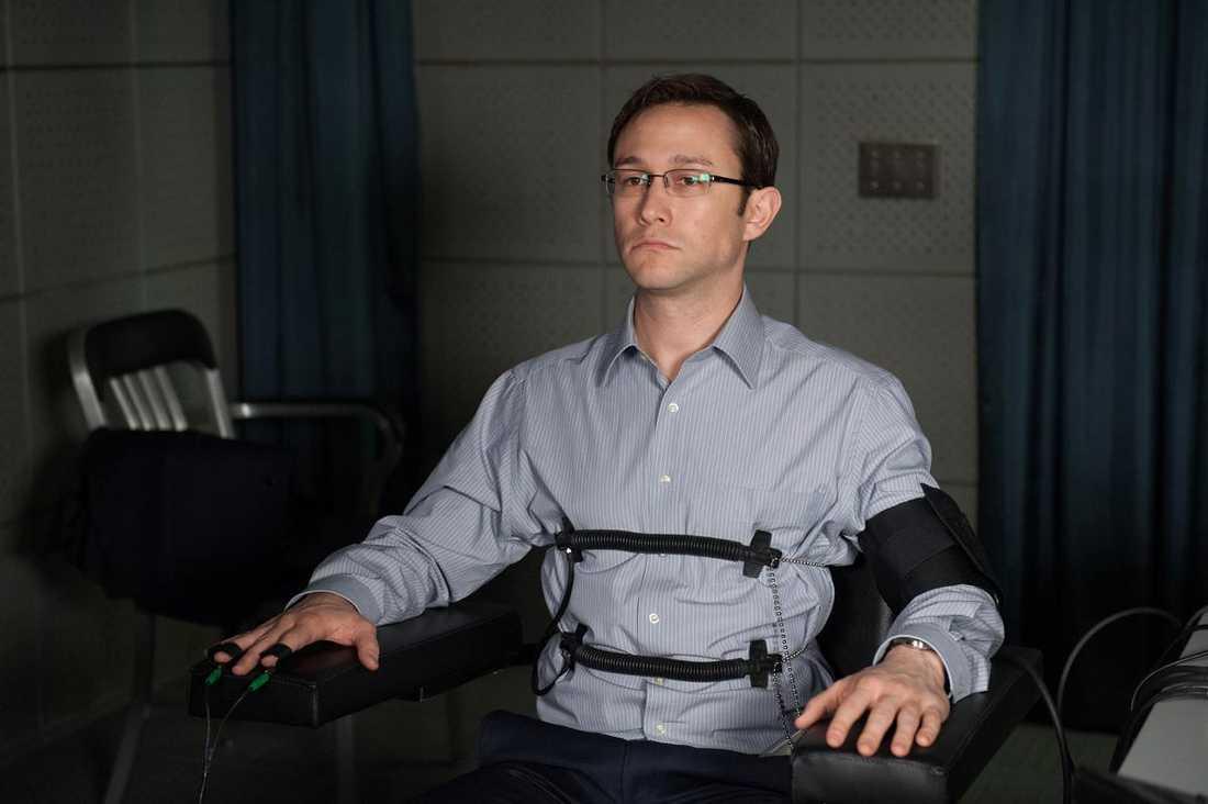 Spelar tryggt. Oliver Stones film om visselblåsaren Edward Snowden är en klassisk biografi.