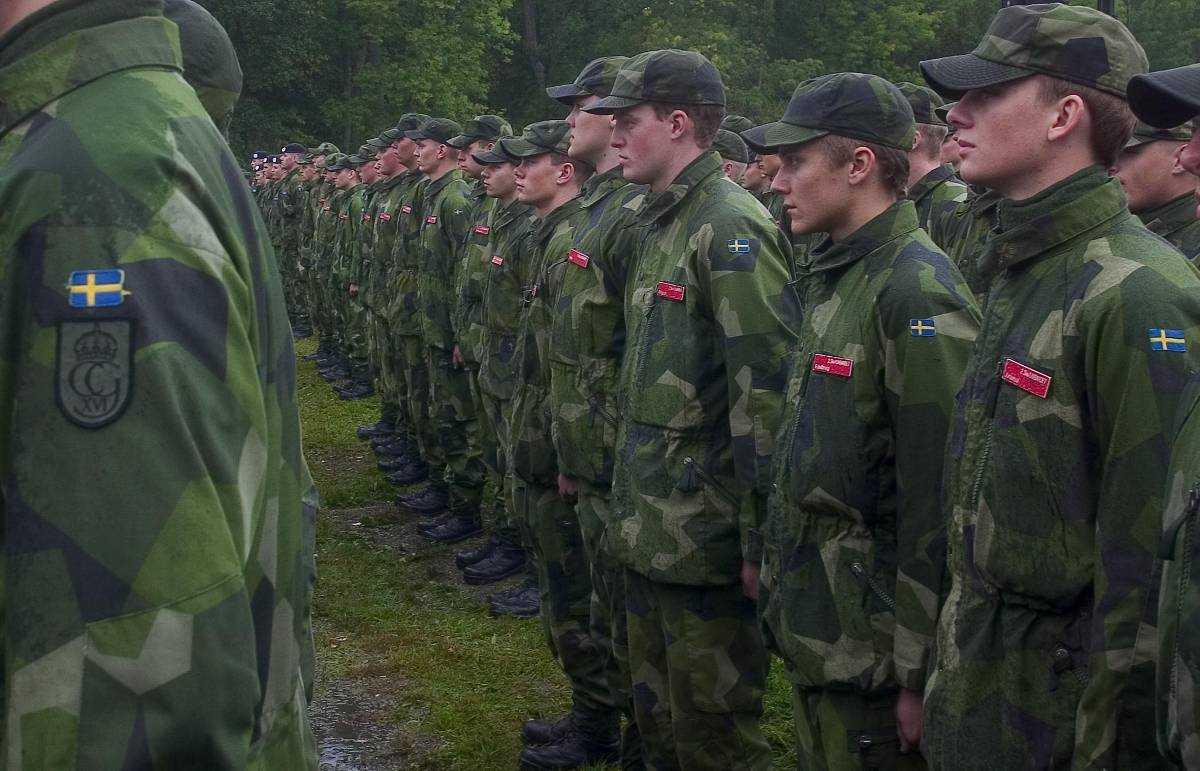 Försvar - i en vecka. Dagens svenska insatsorganisation består av bara 38 000 soldater. ÖB tror att vi kanske kan försvara oss i en vecka.