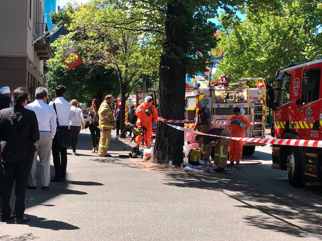 Avspärrningar utanför Indiens och Frankrikes konsulat i Melbourne på onsdagen, sedan misstänkta paket upptäckts.