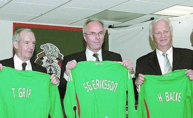 Sommaren 2008 skrev Svennis på för Mexiko. Som assistenter tog han med sig Tord Grip och Hans Backe.
