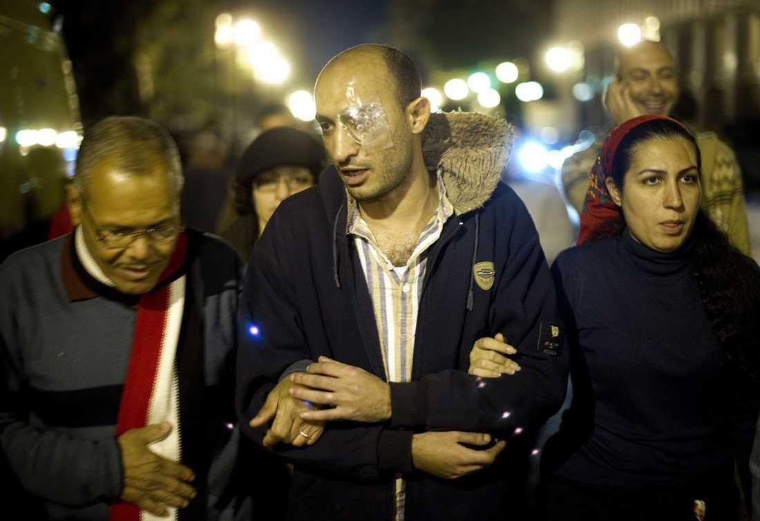 Först blev Ahmed Harrara skjuten i ena ögat under upproret mot förre presidenten Mubarak. Sedan sköts han i det andra under de nya demonstrationerna på Tahrir-torget. Nu riskerar han bli helt blind.