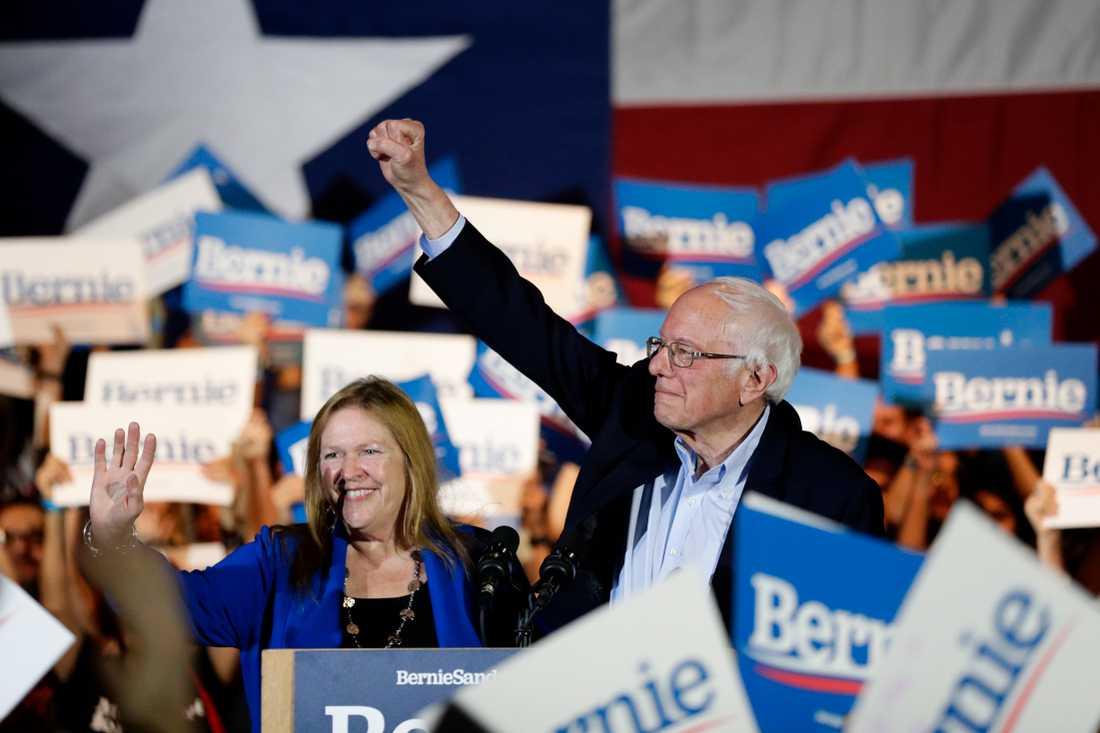 Bernie Sanders, här under kampanjandet i San Antonio under lördagen, tar hem segern i primärvalet i Nevada.
