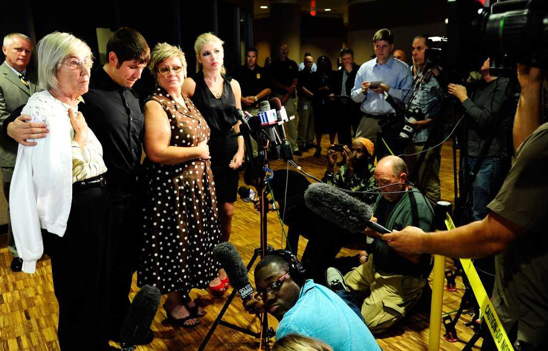 Familjen MacPhail. Mördade Marks mamma Anneliese, son Mark MacPhail Jr., fru Joan och dotter Madison. Familjen vill att Troy Davis ska avrättas.
