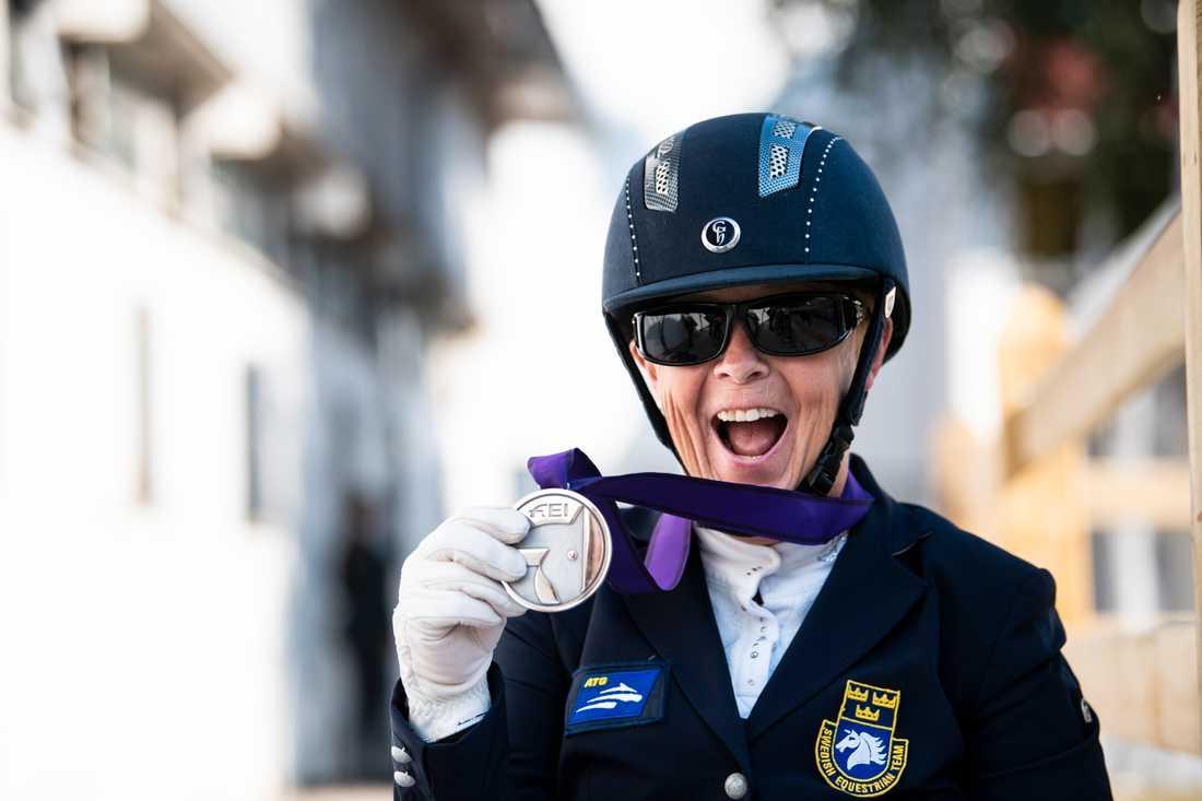 Louise Etzner Jakobsson tog EM-silver med Zernard. Ekipagets andra medalj i Rotterdam efter bronset tidigare i veckan.