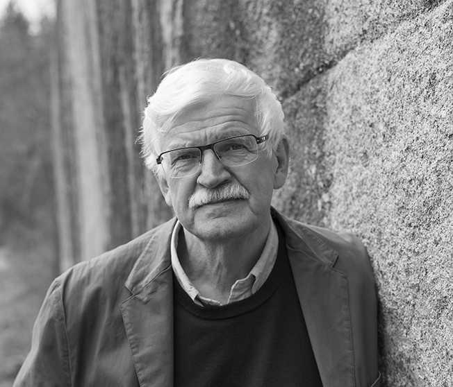Gunnar D Hansson, född 1945 på Smögen, debuterade 1979 och fick sitt stora genombrott med trilogin Olunn (1989), Lunnebok (1991) och Idegransöarna (1994).