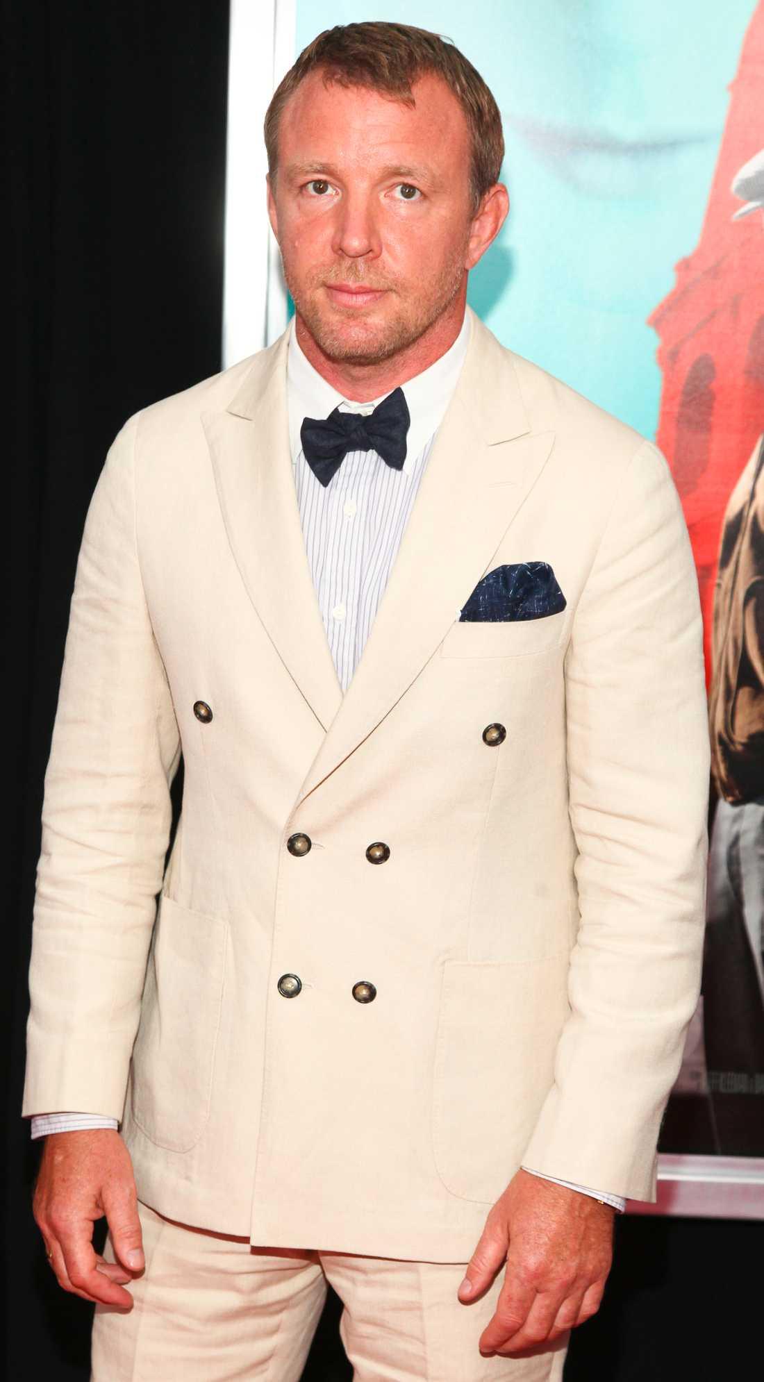 Guy Ritchie hade i slutändan inte mage att klippa bort Mikael Persbrandt ur filmen.