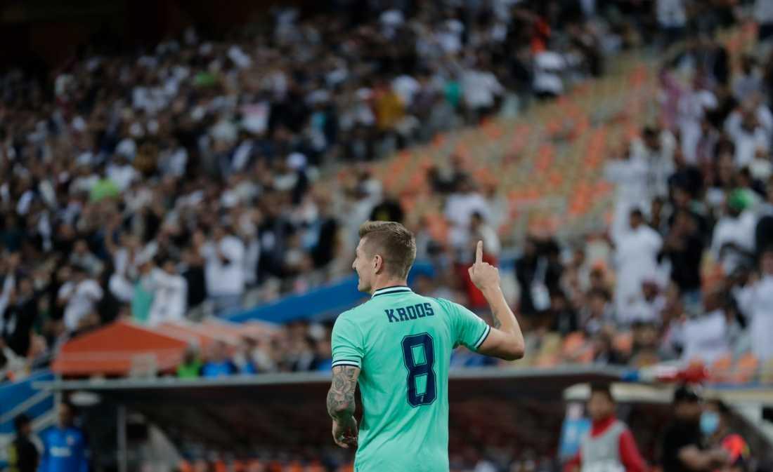 Toni Kroos jublar efter att ha gjort semifinalens första mål. Real Madrid vann till slut med 3–1 mot Valencia och är klart för final i den spanska supercupen.