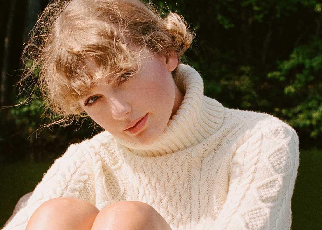 """På senaste albumet """"Folklore"""" fortsätter Taylor Swift att vara en strålande låtskrivare."""