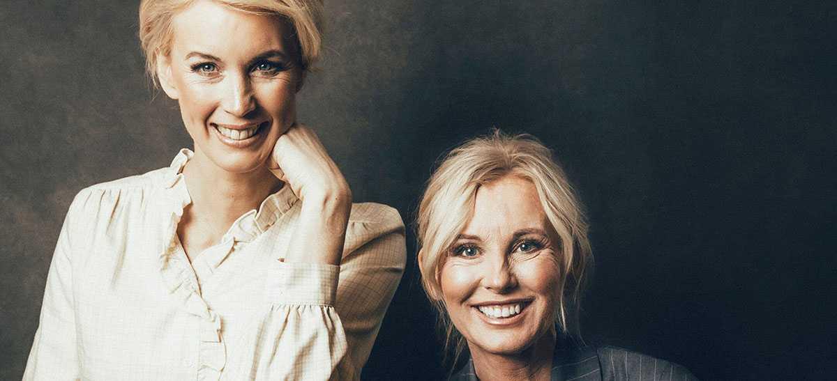 """Jenny Strömstedt och Victoria Skoglund gör podden """"Röda vita rosen"""" tillsammans."""