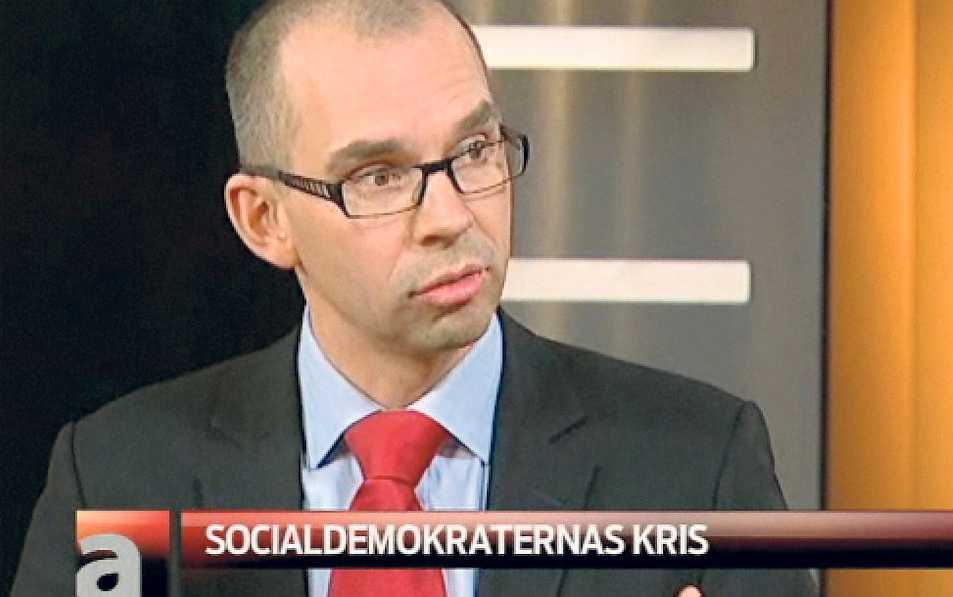 "Niklas Nordström i SVT:s ""Aktuellt""-studio."