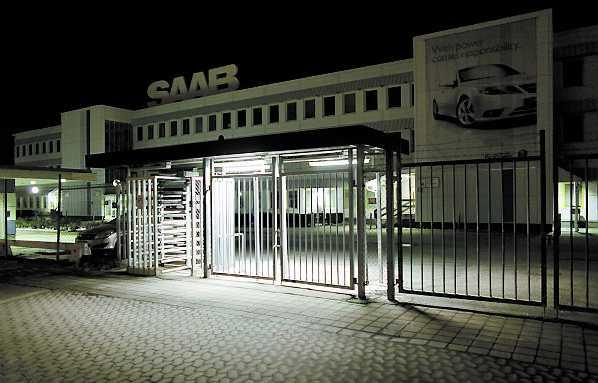 Saab-fabriken i Trollhättan kan vara ett minne blott om inte regeringen säger ja till ett lån på 5 miljarder.