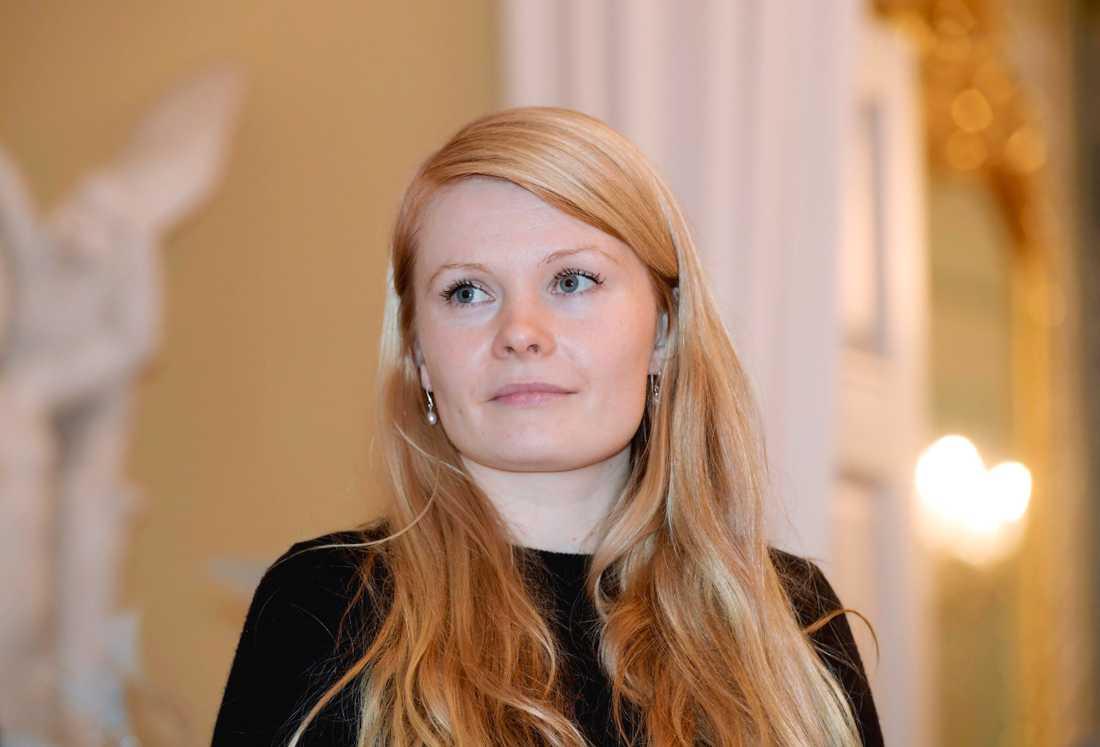 Saara Turunen har skrivit en roman om att debutera. Själv blev hon först sågad och sedan hyllad för sin debutbok. Arkivbild.