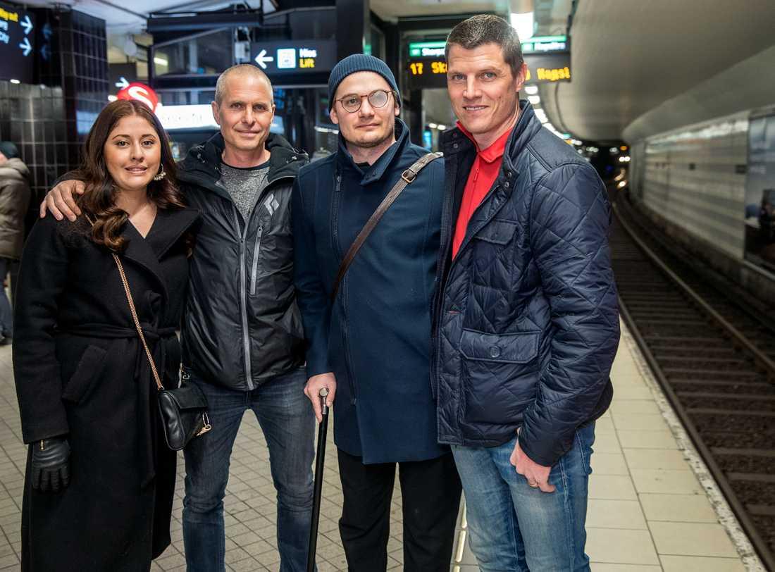 Victoria Sjölund Palomino, Nils Lundberg, Lucas Sjölund Jurado och Roger Wikström första gången de träffas efter kvällen för mordförsöket.