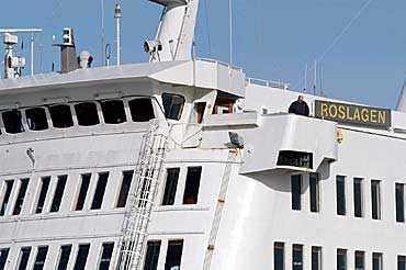 M/S Roslagen var bara 300 meter från de två främmande ubåtarna när de dök upp ur vattnet.