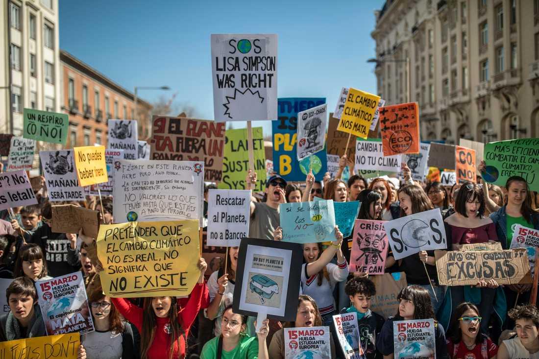 Hundratusentals skolungdomar över hela världen strejkade på fredagen för klimatet. Här i Madrid, Spanien.