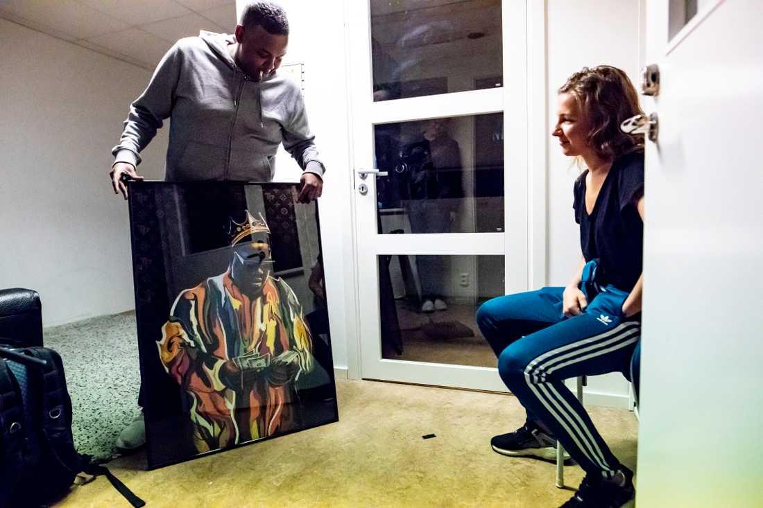 Jiggz visar upp ett porträtt på sin största rapförebild – 90-talsikonen Notorious B.I.G.