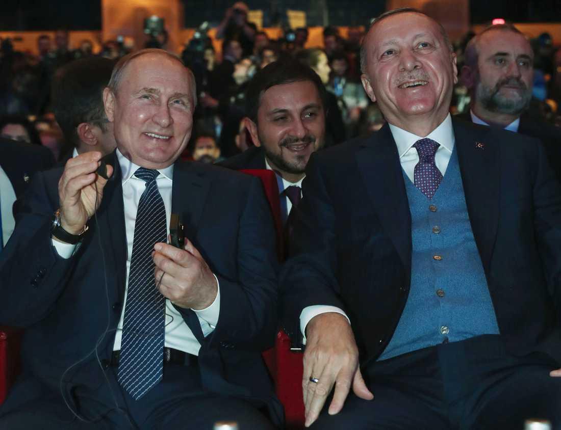 Rysslands president Vladimir Putin (till vänster) tillsammans med sin turkiske kollega Recep Tayyip Erdogan i samband med en gasledningsceremoni tidigare i år.