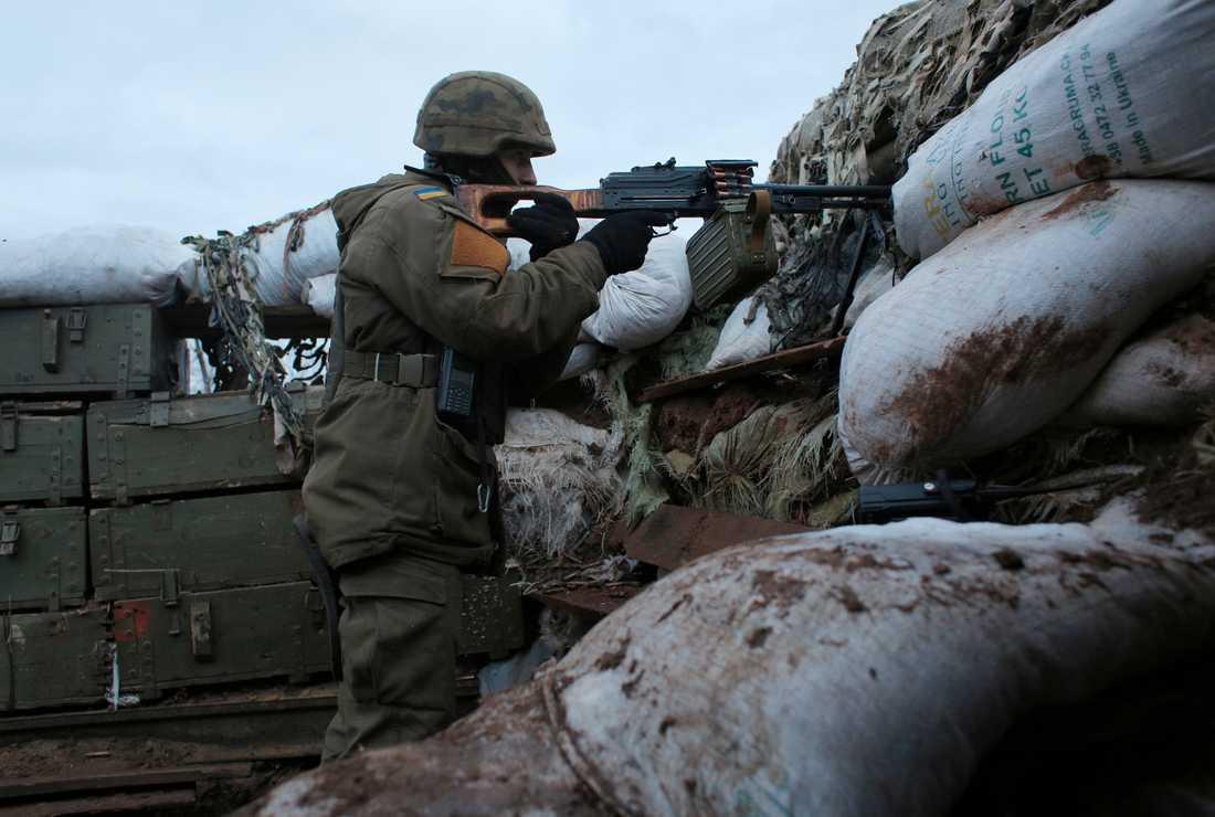 En ukrainsk soldat vid frontlinjen i Donetsk i östra Ukraina. Bilden är från december i fjol.