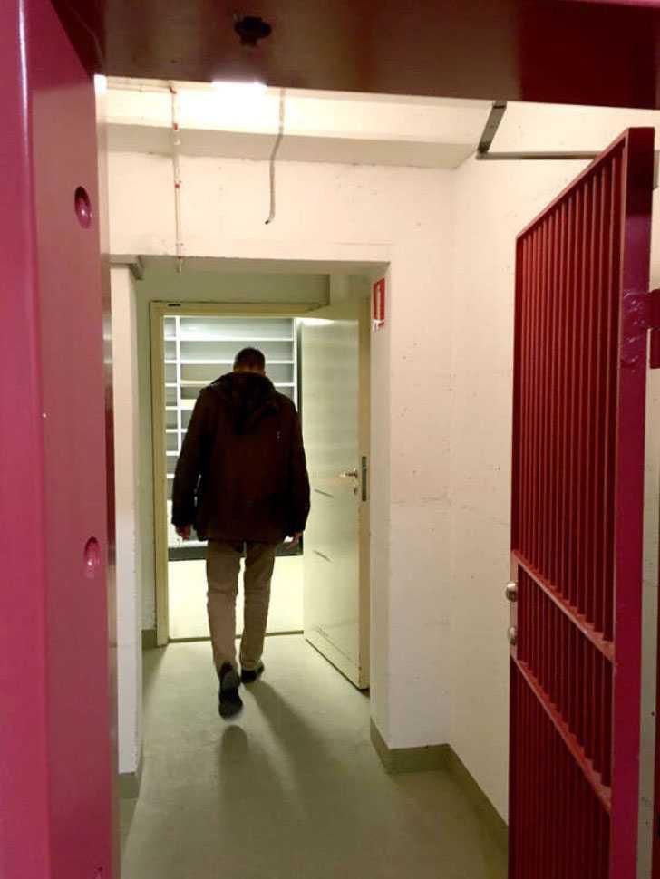Estoniautredningen har i många år förvarats i ett skyddsrum i polishuset Kronobergs källare. Materialet på 15000 sidor uppges vara osorterat och fördelat på 27 lådor.