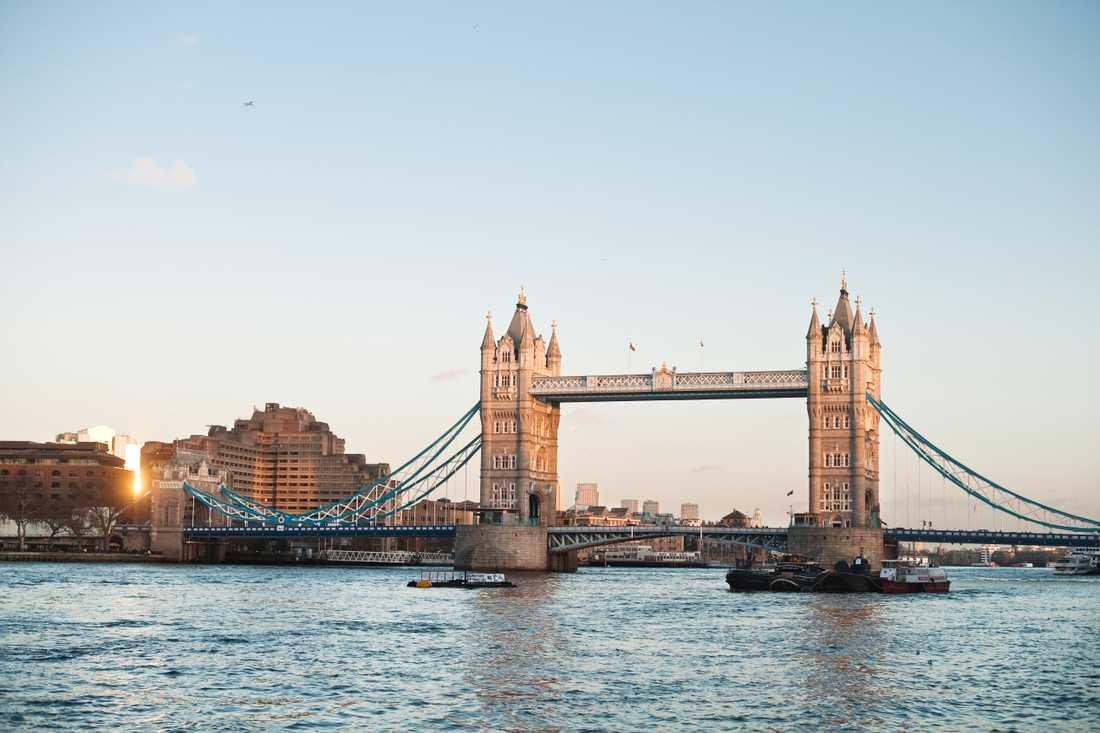 Om du har reskassa över efter Londonresan är det dags att växla in pengarna innan de blir ogiltiga.
