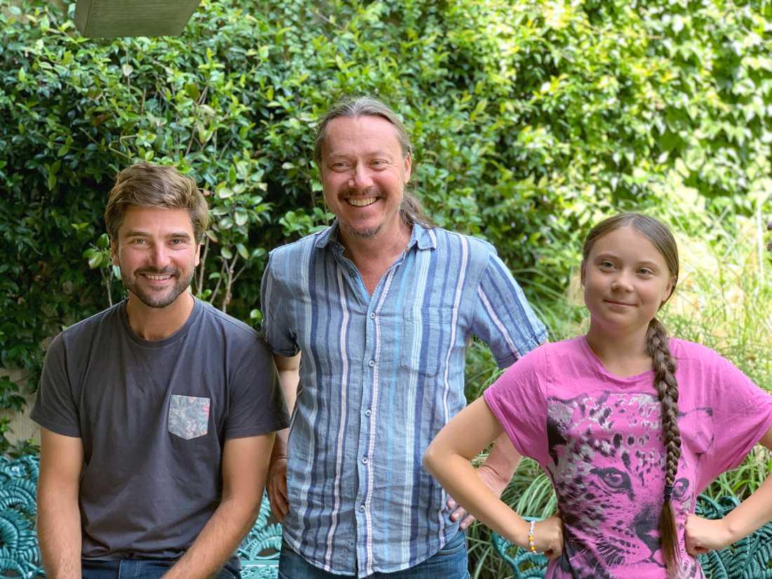 Greta Thunberg tillsammans med sin pappa Svante Thunberg och Malizia II:s kapten Boris Herrmann.