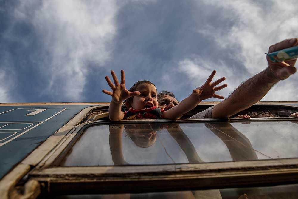 Kvar i Serbien finns tusentals flyktingar som nu börjat söka sig till landets andra gränser, mot Rumänien och Slovakien.