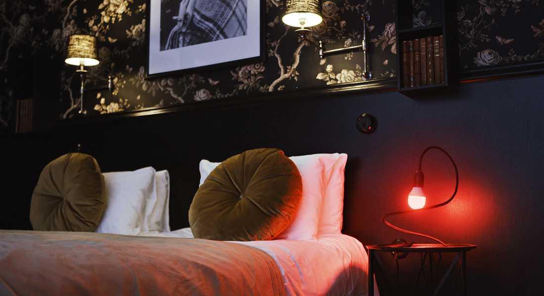 The Check Out Suite på hotell Bellora. Om lampan lyser rött har du nått fullt pris på rummet.