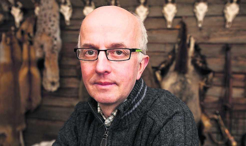 """""""Situationen är överstyr"""" Gunnar Glöersen, rovdjursexpert på Svenska jägareförbundet säger att situationen gått helt över styr de senaste dagarna. Han berättar att många jägare fått ta emot anonyma dödshot."""