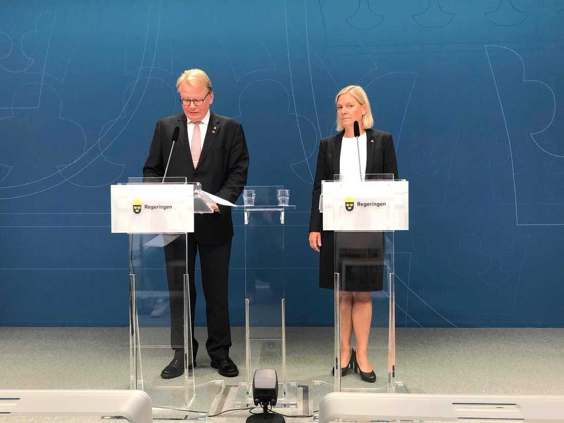 Försvarsminister Peter Hultqvist och finansminister Magdalena Andersson.