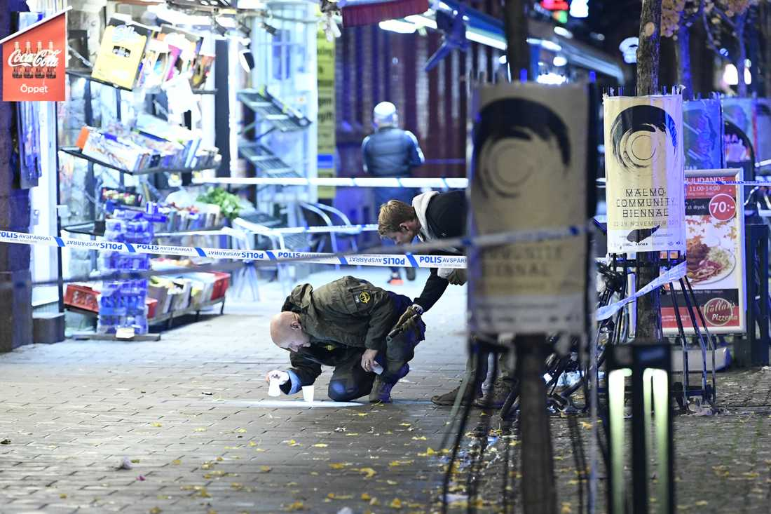 Två personer vårdas med livshotande skador efter en skottlossning i Malmö.