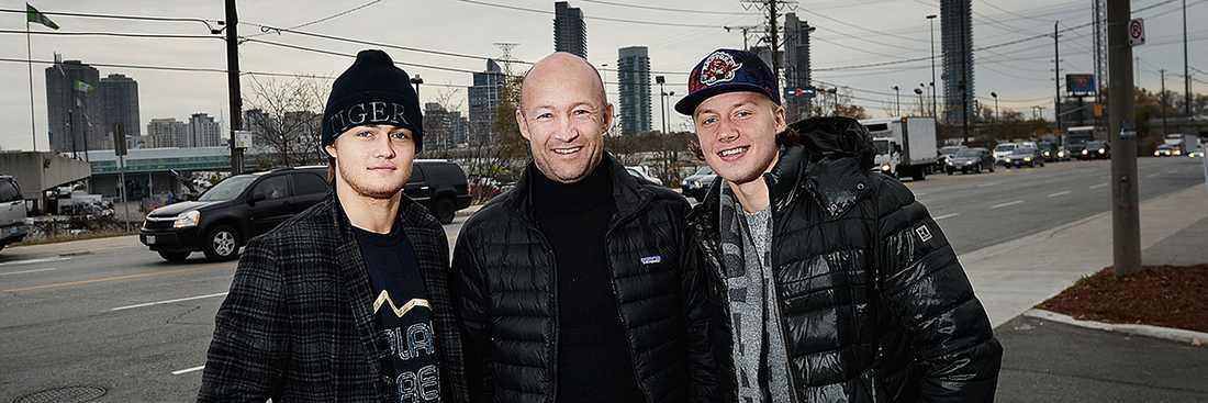 Michael Nylander med sönerna Willam och Alexander.