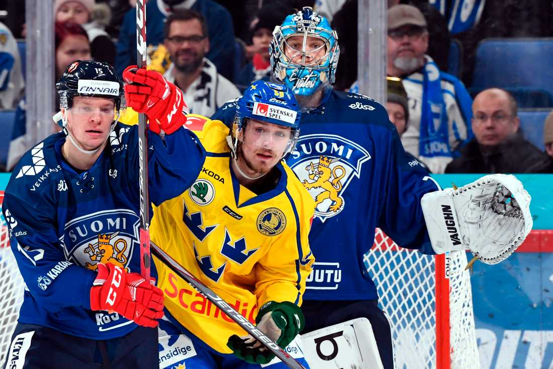 Finland och Sverige i Karjala Tournament förra året. Även i år kommer lagen att mötas i Hartwall Arena inför publik, trots coronapandemin. Arkivbild.