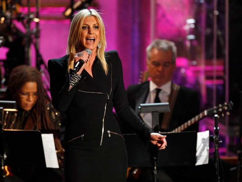 """Efter att ABBA valts in delade Benny scenen med Faith Hill, som sjöng """"The winner takes it all""""."""