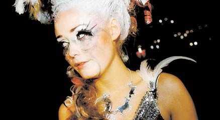 raseriutbrott Silvia Night tappade helt kontrollen sedan hon blivit utslagen i kvalet och började slåss bakom scenen.