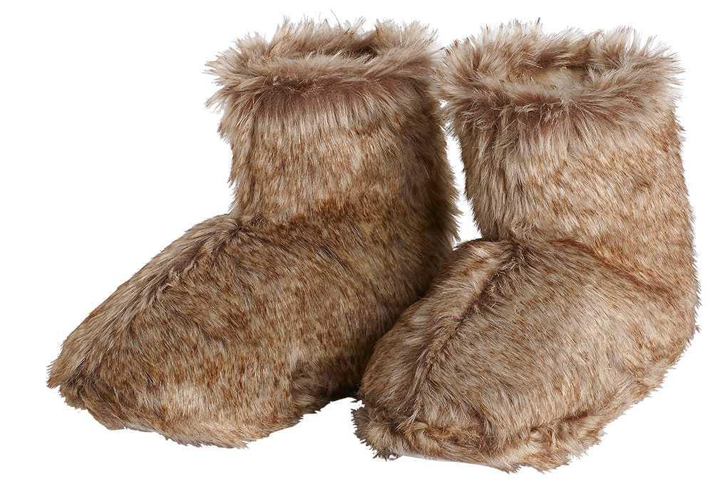 Tassa fram Sväng dina lurviga, bokstavligen! Vill du tassa runt hemma är ett par tofflor i fuskpäls något att sätta fötterna i. 179 kronor, Lindex.