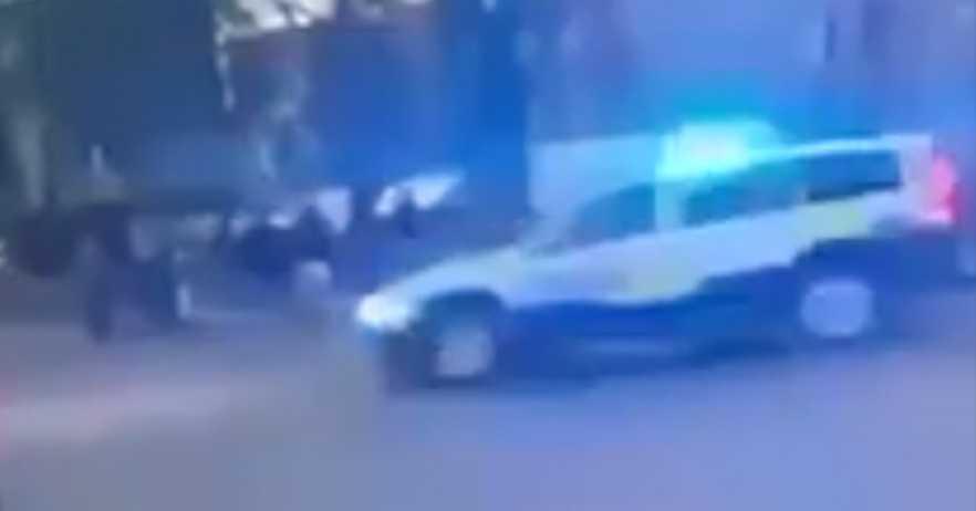 En polis sköts ihjäl under en skottlossning på Hisingen i Göteborg.
