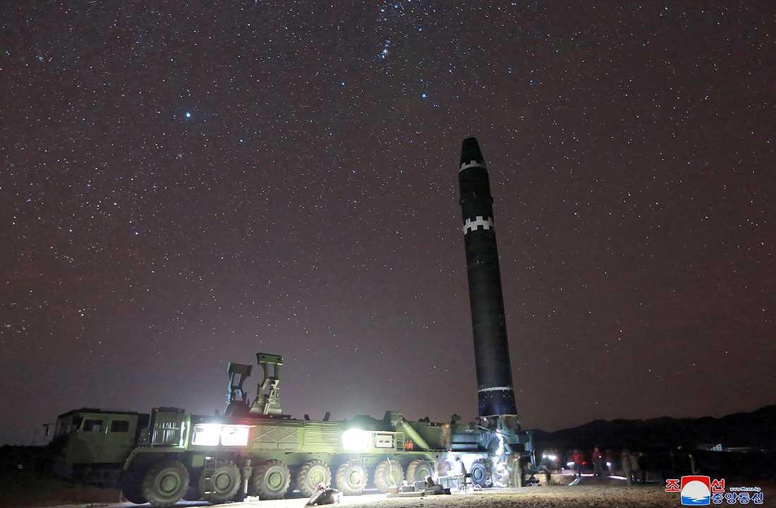 Nordkorea hävdar att deras nya missil kan nå över hela USA.