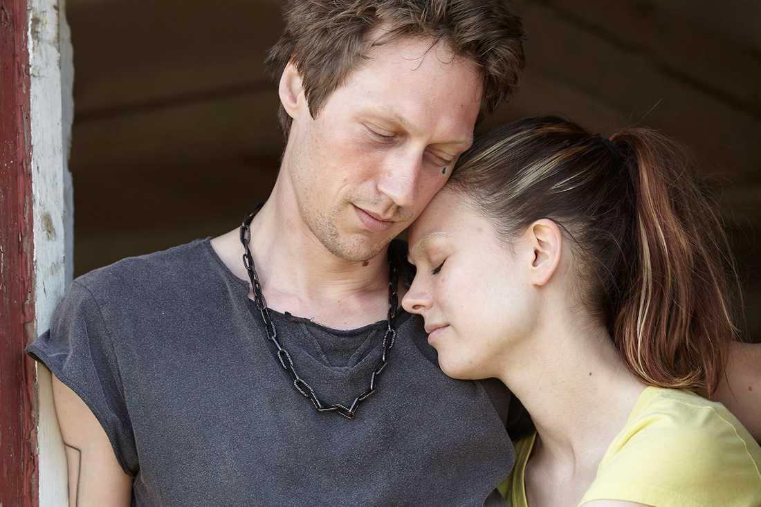 Guldbagge nästa? Simon J Berger och Karin Franz Körlof går in i sina roller på ett nästan skrämmande sätt.