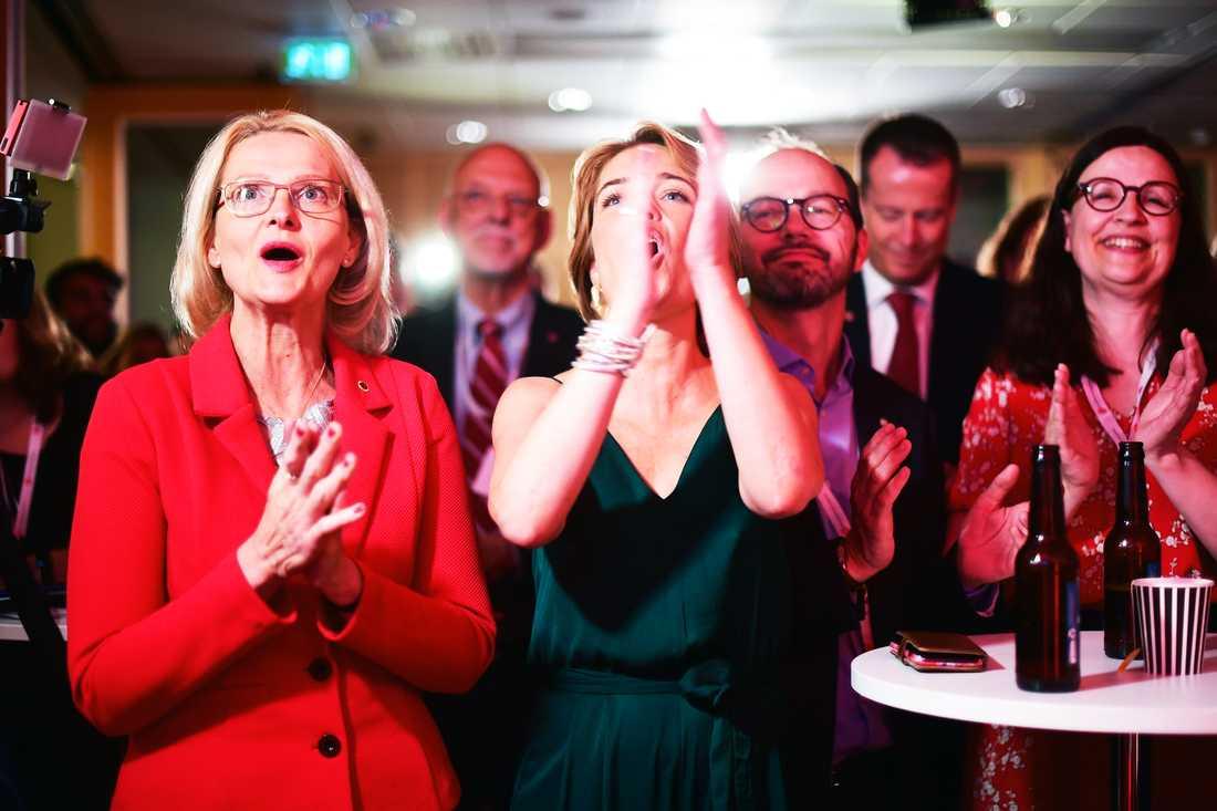 Heléne Fritzon och Annika Strandhäll med flera reagerar över resultatet.
